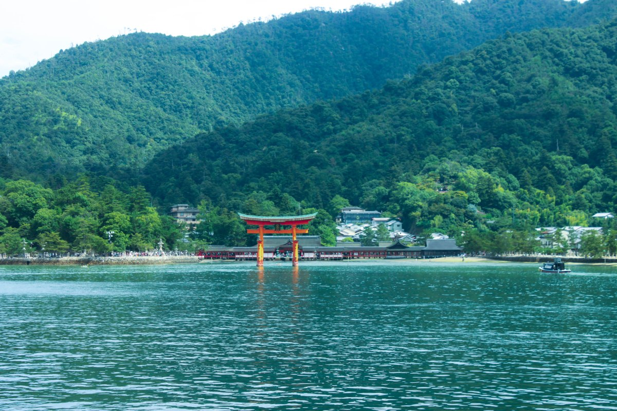 Day trips: Hiroshima & ItsukushimaShrine